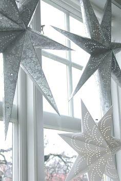 fru N och villa Någorlunda: more than one star in window (her entire home is nice, very white but nice, blog no longer being updated)