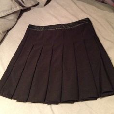 Black skirt • leather band at top • zipper on side • worn twice • Forever 21 Skirts Mini