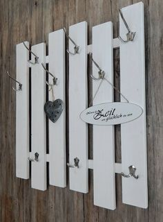 """""""Variable x 88 cm, white-silver – Mudroom Vintage Thrift Stores, Thrift Store Crafts, Diy Pallet Furniture, Furniture Makeover, Big Living Rooms, Up Theme, Nordic Style, Diy Craft Projects, Hanger"""