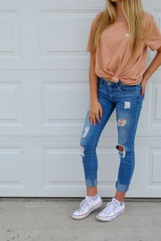 Looking for the perfect back to school outfit of the day (OOTD)? In this OOTD I pair my favorite classic tied t-shirt with my comfiest pair of jeans and. Source by lifetaylermade outfit Cute Outfits With Jeans, Casual School Outfits, Teenage Outfits, Cute Teen Outfits, Cute Comfy Outfits, Cute Summer Outfits, Teen Fashion Outfits, Simple Outfits, Look Fashion