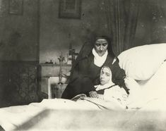 Sainte Therese De Lisieux, Santa Teresa, Catholic Art, Black And White Photography, Precious Gift, Sisters, Heaven, Spirit, Exercise