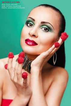 Portrait with fruits - idea for a photoshoot Фотограф в Киеве, Украине - Анастасия Котельник www.kotelnyk.com #портретныйфотограф #портрет #креативнаяфотосессия #индивидуальная фотосессия #фотограф #портретная фотосессия #фотосессиякиев #kiev #portrait #photography #woman #hairstyle, #beauty #style, #creative, #fashion, #portrait #fruits #idea #makeup #make