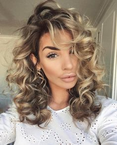 Best Picture For blonde curly hair anime For Your Taste You are looking for something, and it is goi Curly Hair Tips, Wavy Hair, Curly Hair Styles, Short Blonde Curly Hair, Ombre Curly Hair, Medium Curly, Medium Hair Styles, Perm On Medium Hair, Pinterest Hair
