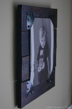 Rustic Pallet Frames Turn old pallets into the perfect rustic picture frames! - Little House of FourTurn old pallets into the perfect rustic picture frames! - Little House of Four Pallet Picture Frames, Pallet Pictures, Pallet Frames, Rustic Pictures, Rustic Frames, Pallet Wood, Pallet Patio, Pallet Boards, Wooden Picture