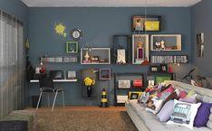 Nichos na parede ajudam a organizar livros, discos e até enfeites. Projeto do arquiteto Gustavo Calazans