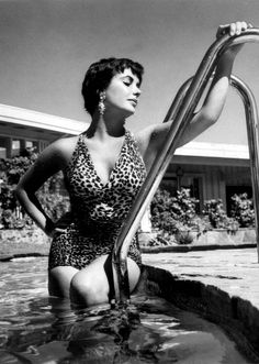 20 Rare Vintage Photos of The Gorgeous Elizabeth Taylor From Early Days To Hollywood Diva Hollywood Divas, Hollywood Fashion, Vintage Hollywood, Hollywood Glamour, Classic Hollywood, Hollywood Actresses, Hollywood Picture, Hollywood Icons, Classic Actresses