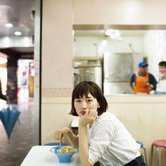 美味しい!は、楽しい !! 【綾瀬はるか、食べる 在台湾】 B級館が楽しい屋台グルメに、ハイエンドなレストラン、トレンドが目まぐるしく移り変わる新旧スイーツ。 多種多様な食文化が密集する都市、台北。 世界中の食通たちが熱いまなざしを注ぐこの街に、女優・綾瀬はるかさんが降り立った。 食いしん坊女優と巡る、二泊三日、台北美味しい旅。 #綾瀬はるか #FRaU #3月号 #WEEKENDTAIWAN #台湾 #週末台湾