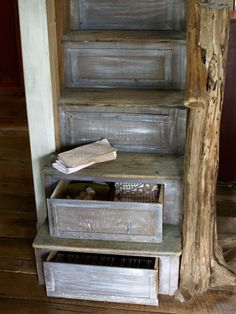Guest Cottage: Smart Storage Brown devised the ingenious barn-wood stairs, which store linens, candles, and games. Kentucky, Wood Staircase, Staircase Ideas, Staircase Design, Stair Storage, Stair Drawers, Hidden Storage, Extra Storage, Staircase Storage