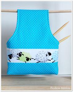 """""""Wolltasche to go"""" ...man trägt das Täschlein um das Handgelenk und kann dann freihändig stricken oder häkeln, während Wolle und Zubehör darin Platz finden."""