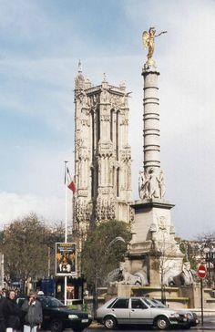 La Tour Saint-Jacques est située dans un square près du Châtelet. De style gothique flamboyant, c'est le seul reste de l'église Saint-Jacques-la-Boucherie (1508-1522, démolie en 1797).