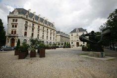 Bibliothèque de l'Arsenal Monuments, Arsenal, France, Mansions, House Styles, Building, Travel, Breezeway, Gym