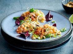 Lachstatar mit Honig-Limetten-Dressing Rezept Grilled Salmon, Avocado Salad, Bruschetta, Pasta Salad, Risotto, Cravings, Buffet, Seafood, Veggies