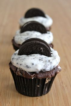 Chocolate oreo cupcakes with cookies and cream frosting
