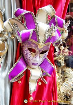 Carnevale mask I like.