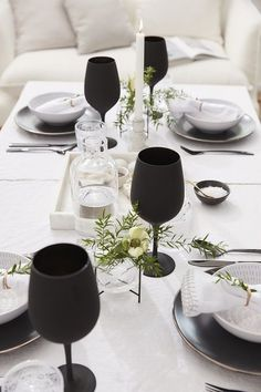 Lunch Table Settings, Dinning Etiquette, Dining Ware, Party Plates, Deco Table, Beautiful Kitchens, Dinner Table, Fine Dining, Kitchen Decor