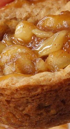 Apple Crisp Cookie Cups – Food and drinks - Torten Best Dessert Recipes, Cookie Recipes, Delicious Desserts, Phyllo Recipes, Apple Cookies, Basic Cookies, Apple Cake, Mini Apple Pies, Apple Tarts