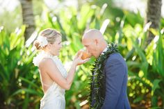 Elegant, tropical Hawaii wedding | Sea Light Studios and Moana Events | Tips and advice for elopements | see more on: http://www.modernelopement.com/