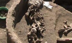 """""""Arqueólogos descubren el pueblo más antiguo de Europa hasta la fecha"""". LA TERCERA. 29 OCT 2012."""
