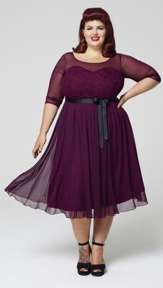 e27f53d3f04e0 27 Plus Size Wedding Guest Dresses  with Sleeves