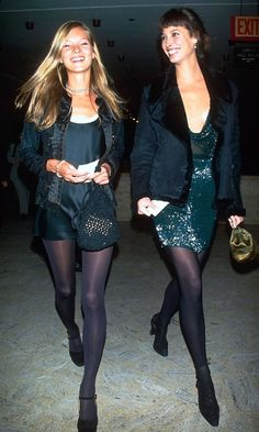 Kate Moss & Christy Turlington. 90s children.