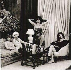 Achtung Baby era drag photo by Anton Corbijn Adam Clayton, Siouxsie Sioux, Recital, Great Bands, Cool Bands, Carnaval Tenerife, Larry Mullen Jr., U2 Achtung Baby, Amor