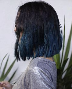 Coiffures cheveux courts : Printemps 2017 : Le blunt bob est LA nouvelle coupe c… Short hair hairstyles: Spring The bob blunt is THE new square cut to adopt urgently! ▷ 1001 + photos of the meiTHE DENIM HAIR: Trend▷ 1001 + photos of the mei Dye My Hair, New Hair, Ombre Hair Color, Blue Ombre, Ombre Lips, Navy Blue, Hair 2018, Grunge Hair, Mode Style