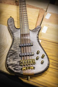Warwick Streamer Stage I 5 strings AAA Flamed Maple Nirvana Black Transparent Satin