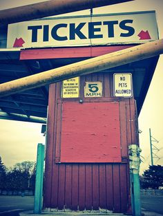 Abandoned tickets booth by БРАТСТВО, via Flickr