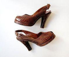 vintage 1940s shoes / 40s alligator pumps / 40s by cutxpaste