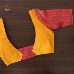 Bright vibrant and attractive the creeper design on this blouse is done exquisitely. Patch Work Blouse Designs, Simple Blouse Designs, Stylish Blouse Design, Coimbatore, Cotton Saree Blouse Designs, Blouse Designs Catalogue, Designer Blouse Patterns, Boutique, Sarees