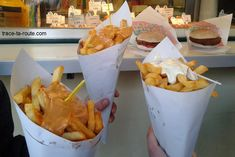 American Dishes, Brussels Belgium, Beer Bar, South America Travel, Fish And Chips, Blog Voyage, Bruges, Skinny Recipes, Onion Rings