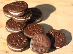 Dnes ráno jsem šla původně péct ke snídani Koka sušenky,   ale nějak jsem si to po schodech rozmyslela a máme tu Oreo:o)   Inspirací ... Chocolate Recipes, Chocolate Cake, Pastry Cake, Oreos, Ice Cream Recipes, Nutella, Cupcakes, Candy, Cookies