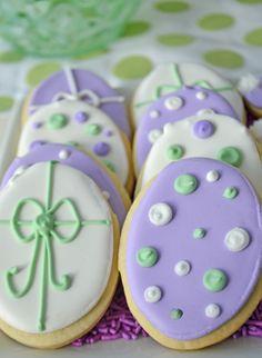Adorable Easter egg sugar cookies by Bake Sale Toronto.