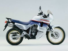 Never liked the look of the Transalp personally. Look just too big, heavy and awkward. Custom Motorcycles, Cars And Motorcycles, Touring, Trail Motorcycle, Honda Motorbikes, Dual Sport, Bike Trails, Motogp, Cool Bikes