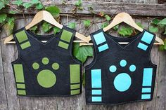 Alton Boys: Creature Power Vest Tutorial - nice pictures and directions for a felt vest