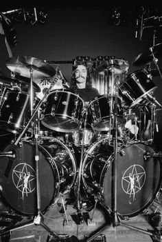 Neil Peart, drummer with Canadian rock band Rush, behind his drumkit. Neil Peart, Jazz, Rock And Roll, Rush Concert, A Farewell To Kings, Modern Drummer, Rush Band, Drum Solo, Blood Brothers