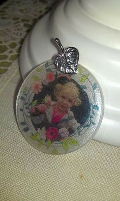 Resin photo pendant and glitter https://www.facebook.com/groups/184283848431389/