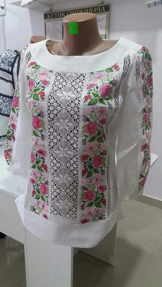 Ideas for embroidery blouse net Embroidered Clothes, Embroidered Blouse, Embroidery Dress, Blouse Styles, Blouse Designs, Clothing Patterns, Dress Patterns, Mexican Fashion, Sewing Clothes