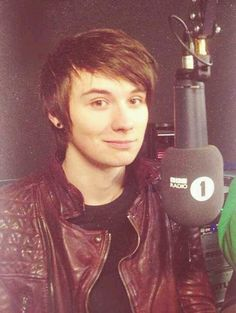 "Does this count as ""lovely hair""?? Cos I'm in love with Dan (danisnotonfire)'s hair"