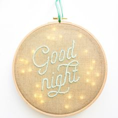 Veilleuse tambour à broder - embroided night light for kids Creative Embroidery, Modern Embroidery, Embroidery Hoop Art, Hand Embroidery Patterns, Cross Stitch Embroidery, Embroidery Designs, Sewing For Kids, Diy For Kids, Diy Broderie