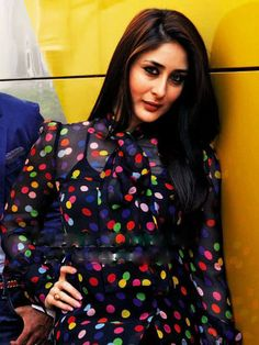 Kareena kapoor Love this look! Randhir Kapoor, Kareena Kapoor Khan, Best Heroine, Glamour World, Karisma Kapoor, Punjabi Fashion, Bollywood Stars, Celebs, Celebrities