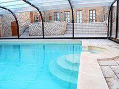 Vakantiehuis AR5 in de Franse Ardennen, Champagne Ardennen. Half vrijstaande pastorie met overdekt en verwarmd privé zwembad. Met omheind terras en privé parkeerplaats.