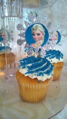 Frozen Birthday Party cucpakes for a Disney Frozen Party Elsa Birthday Party, Disney Frozen Birthday, Frozen Disney, Frozen Tea Party, Frozen Theme, Pumpkin Patch Birthday, Frozen Decorations, Frozen Cupcakes, Frozen Christmas