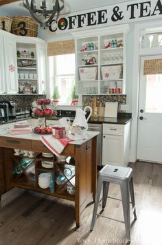 Christmas kitchen ideas. Red and white Christmas decor.
