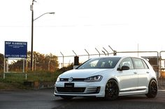VW Golf GTI 7 on Neuspeed RSe10 8.0-19 +45 ContiSportContact 5P 225 / 35-19.