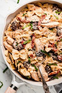 Creamy Garlic Pasta, Grilled Chicken Pasta, Chicken Pasta Recipes, Side Recipes, Healthy Recipes, Pork Salad, Savoury Dishes, Kitchens