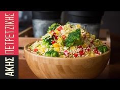Quinoa salad by Greek chef Akis Petretzikis. A healthy, delicious and colorful quinoa salad made with quinoa, avocado, ginger, red peppers and yellow peppers. Salad Recipes Healthy Lunch, Salad Recipes Video, Salad Recipes For Dinner, Healthy Snacks, Healthy Eating, Vegan Recipes, Salad Sauce, Salad Bar, Sin Gluten