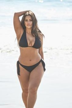 Ashley Graham reveals her new hot pink one-piece swimsuit available Curvy Girl Outfits, Curvy Women Fashion, Modelo Ashley Graham, Ashley Graham Style, Plus Size Blog, Jolie Lingerie, Mode Plus, Mädchen In Bikinis, Beauty Full Girl