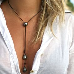 Pearls necklace with leather and Tahitian black pearls, lariat necklace, pearl pendant on leather, St Barts pearl and leather necklace Perlas del collar de perlas de Tahití y cuero por TresorsDeStBarth - My Accessories World Lariat Necklace, Leather Necklace, Leather Jewelry, Beaded Jewelry, Jewelry Necklaces, Handmade Jewelry, Pearl Necklaces, Chain Bracelets, Craft Jewelry