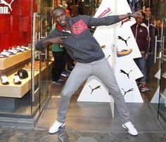 Usain Bolt nos felicita la Navidad en Barcelona de una forma original #deportistas #famosos